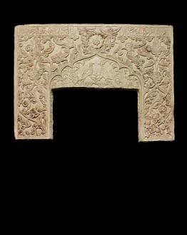 Stone - A large safavid carved stone Mihrab Panel
